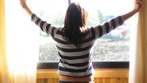 खोल दें खिड़कियाँ . . .