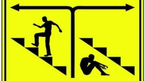 आपके पास 2 विकल्प हैं: हकलाहट का सामना करें या हकलाहट को नजरअंदाज करें